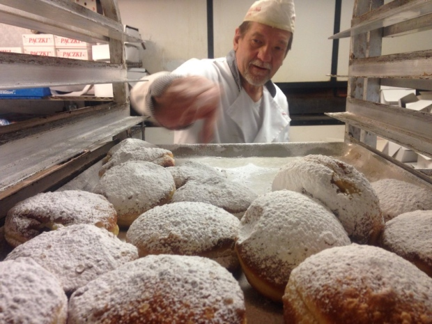Blak's Bakery is cranking out thousands of Paczki on Fat Tuesday in Windsor, Ont., on Tuesday, Feb. 9, 2016. (Chris Campbell / CTV Windsor)