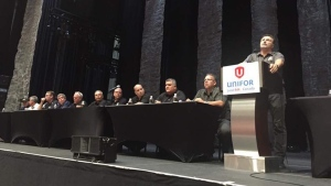 Unifor local 444 president Dino Chiodo speaks with members ahead of strike authorization vote.