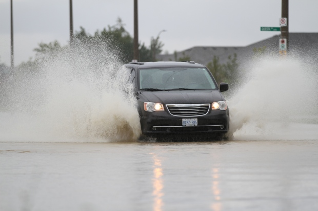 Vehicles struggled to get through flooded streets in Windsor and Tecumseh, Ont., on Thursday, Sept. 29, 2016. (Melanie Borrelli / CTV Windsor)